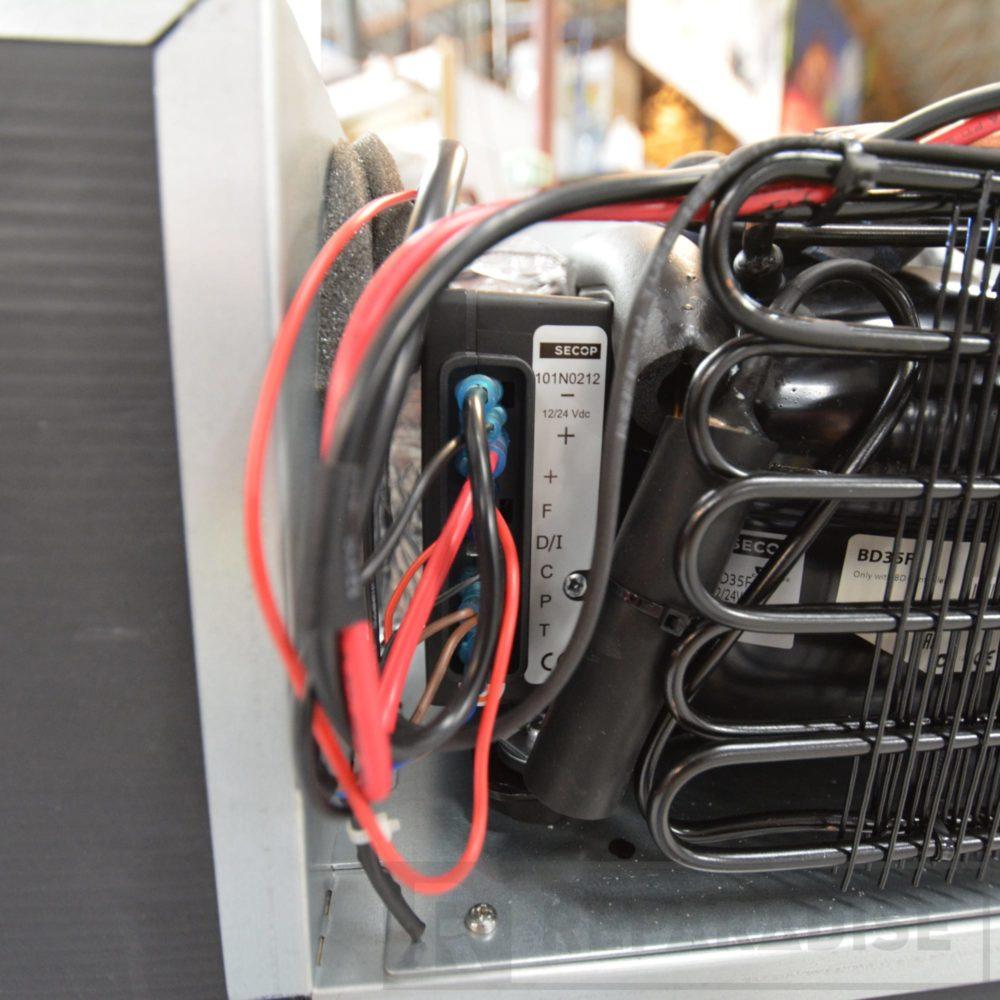 isotherm-cruise-130-elegance-12v-wiring-dsc_9346