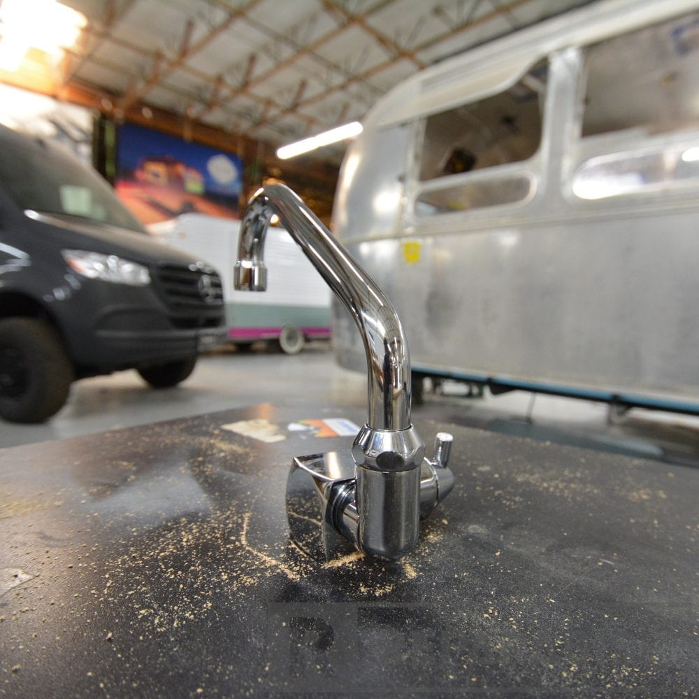 dometic-ac542-fold-down-faucet-with-hoses_dsc_9095