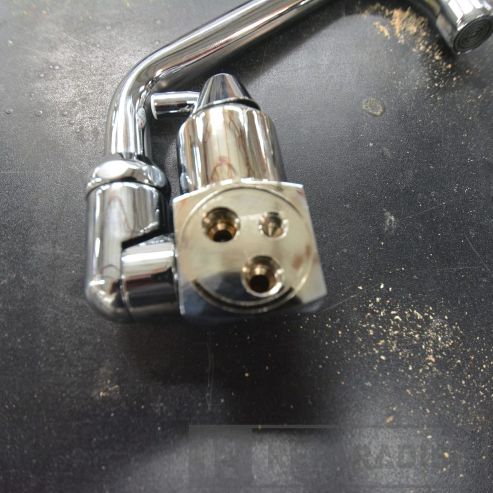 dometic-ac542-fold-down-faucet-with-hoses_dsc_9097